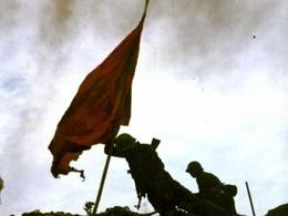 中越战争假宣传 老山插旗系摆拍[图]