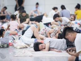 聚眾裸睡 杭州人過夏天尺度這么大?[圖集]