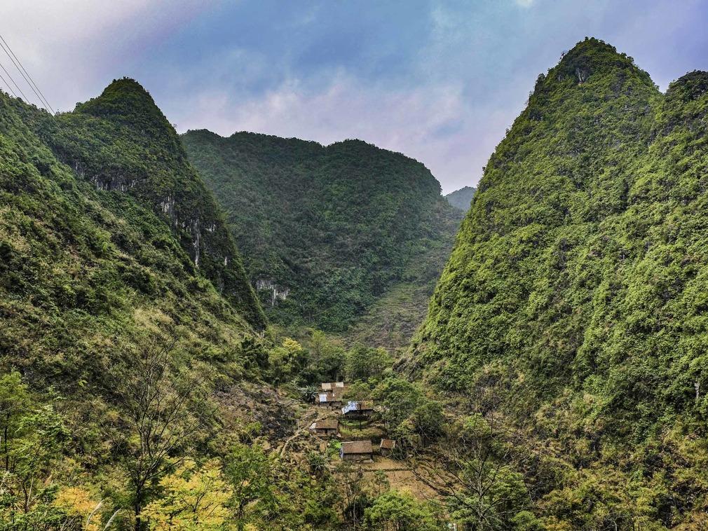 """中国广西""""无路可走""""的村庄 出行要攀悬崖爬藤梯[图集]"""