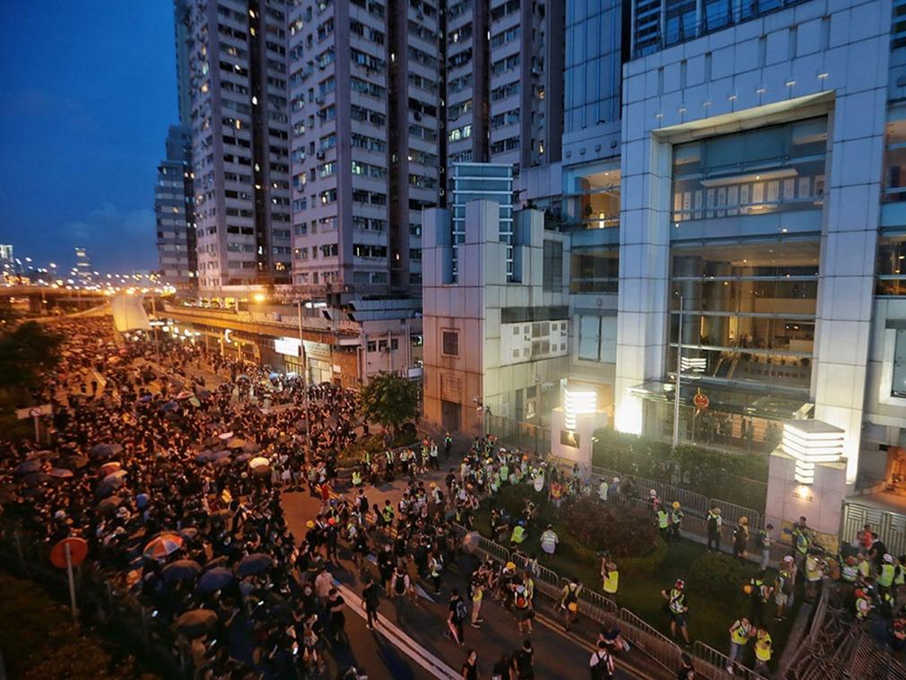 """香港""""中联办""""遭暴力围攻 北京多部门严厉警告谴责[图集]"""