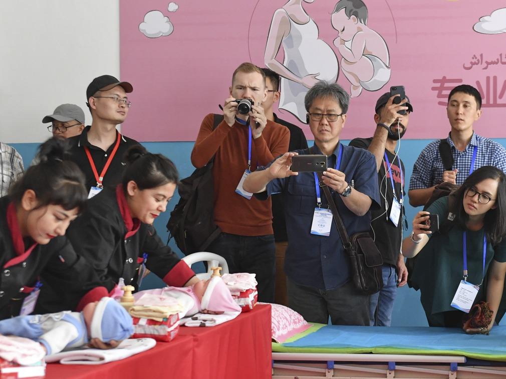 24国媒体记者探访中国新疆 与当地民众面对面交流[图集]